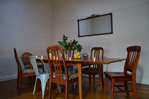 Photo of dining room at Bendigo Backpackers